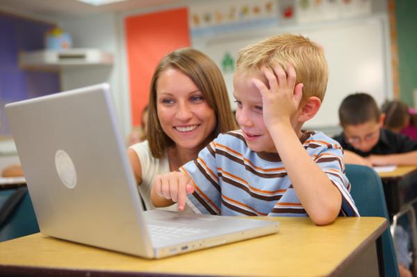 Komputer bawi i uczy